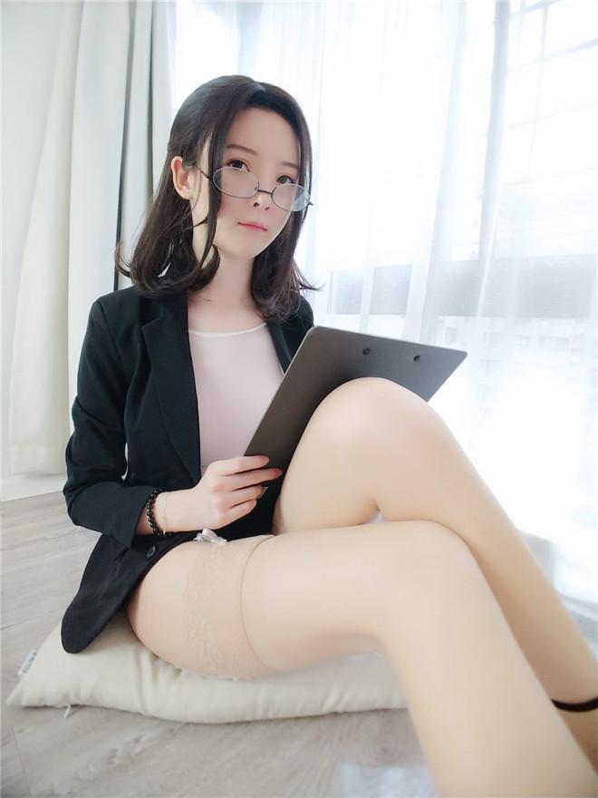 白袜袜格罗会员版新作-JK制服美女[56P+1V/545MB]