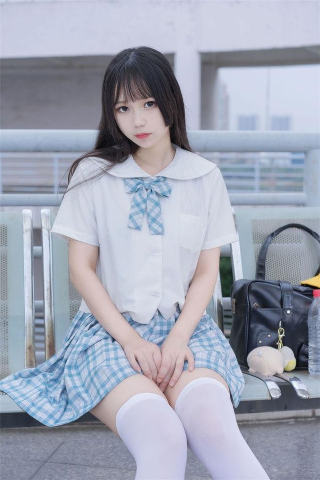 喵糖映画-VOL.015清新白丝格子裙[43P/317MB]