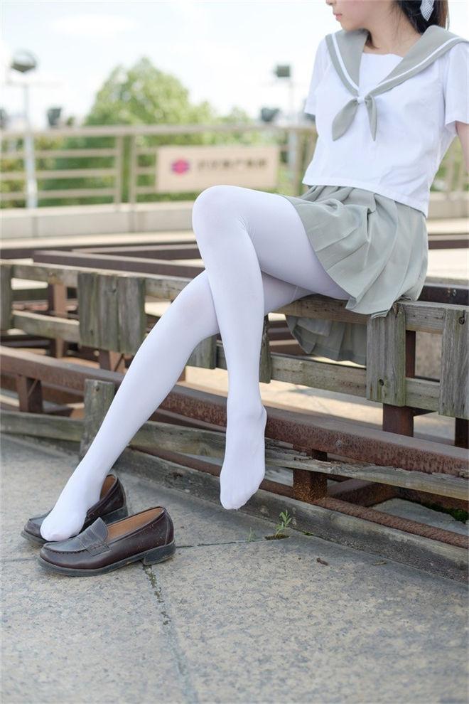 森萝财团-R15系列-026精品写真[79P/426MB]